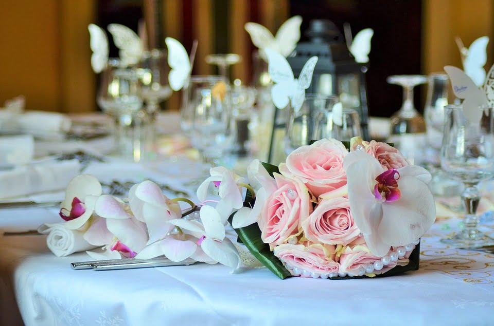 Jak usadzić gości na weselu - Poradnik rozsadzenia gości weselnych
