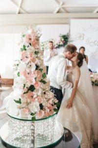 tort weselny kwiatowy