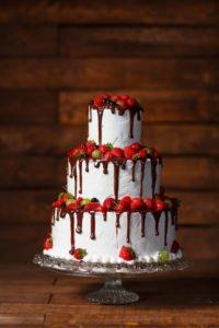 Tort weselny - drip cake