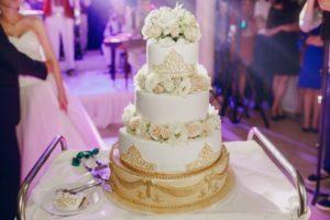 tort weselny królewski