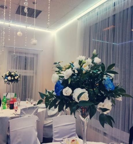 niebieskie kwiaty na wesele