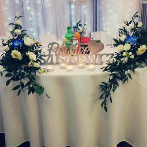 tablica z nazwiskiem na wesele